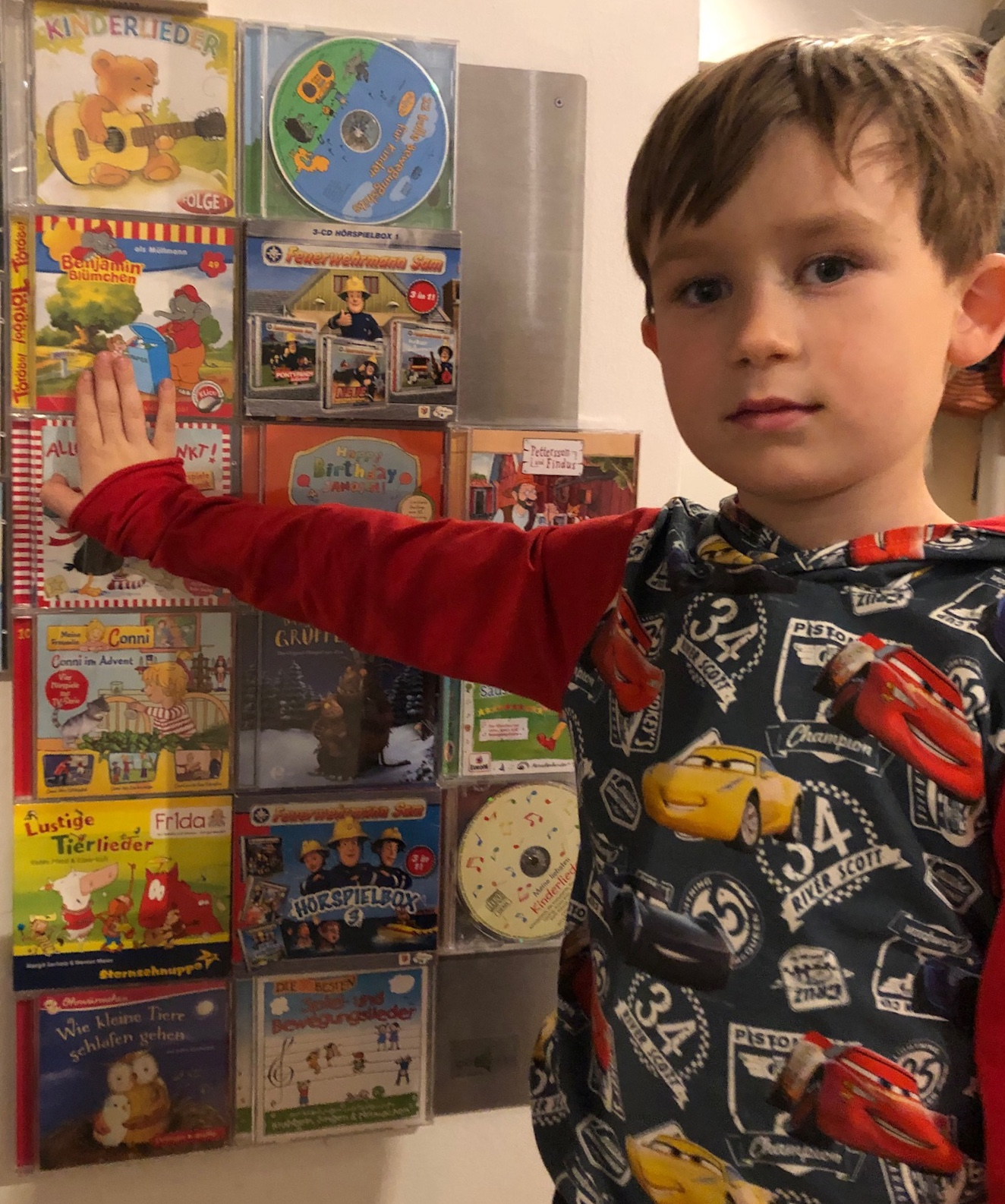 Kinder Hör CDs am CD-Wall Regal