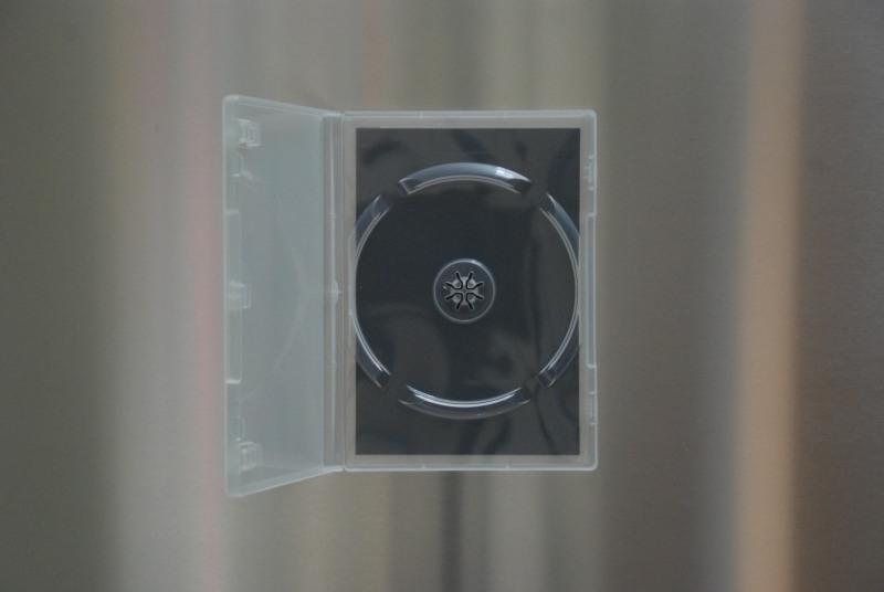 Die Magnetbefestigungstechnik für eine DVD oder Blu-ray ist so einfach wie genial - flache Spezialfolie einlegen und fertig