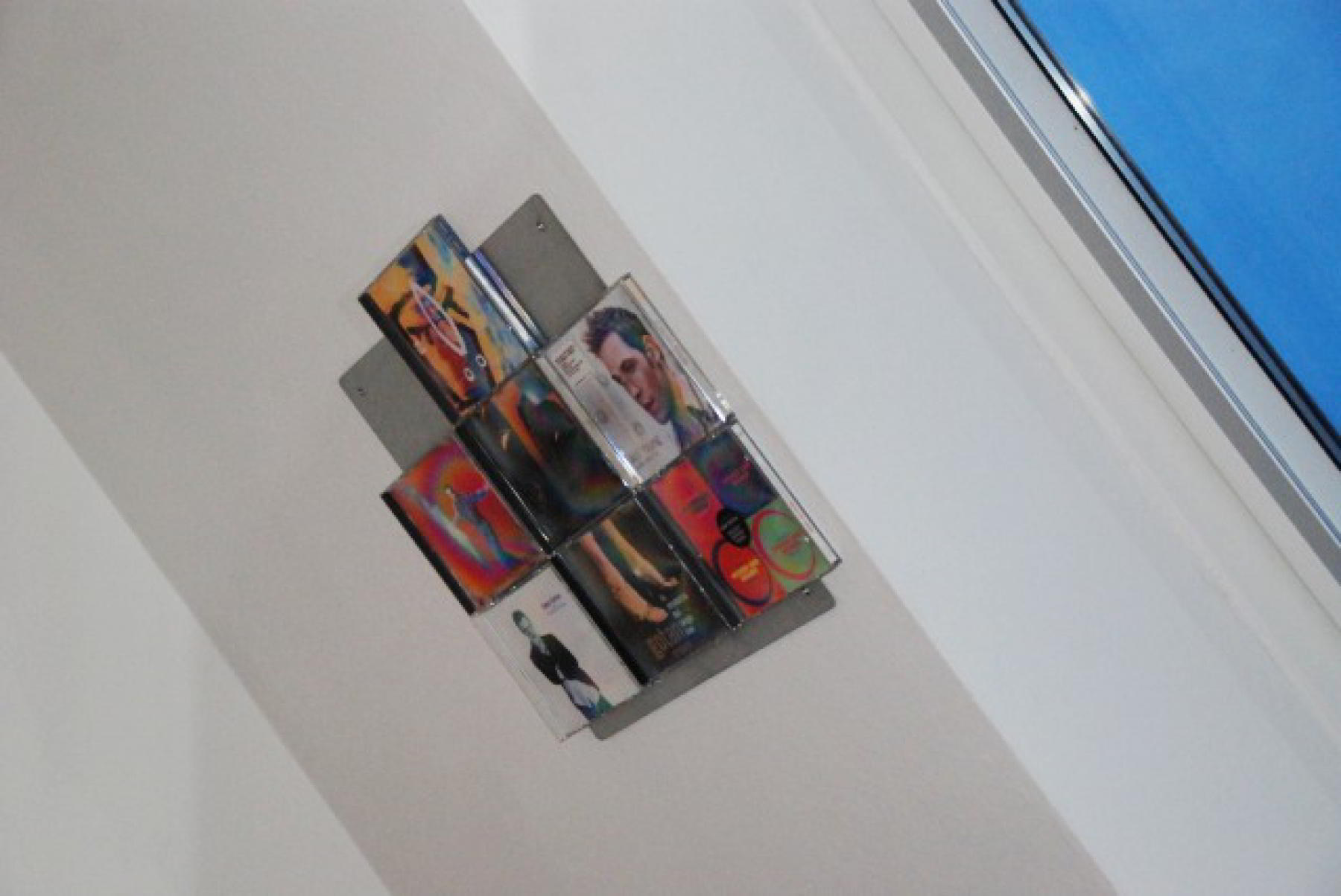 The picture shows the wall-mounted CD on a roof slope