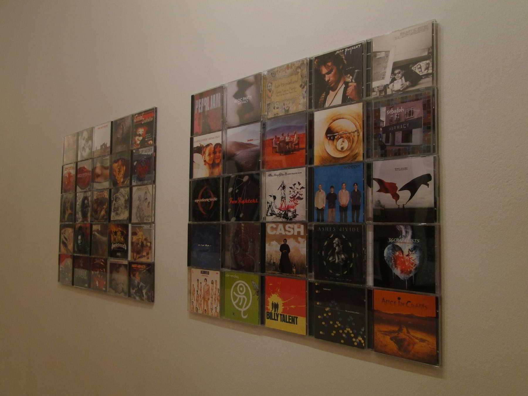 The picture shows our CD-Wall5x5 wall in the hallway of a customer